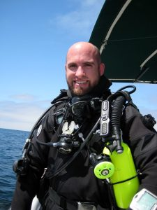 Scott McGee preparing to dive off Pt Loma, CA. Photo by Jeanne McGee